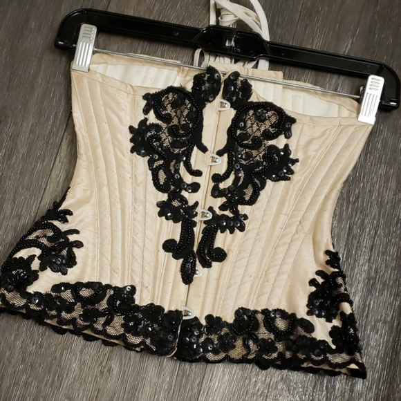 """Morgana Femme Couture Other - Cream and Black Lace 20"""" Corset"""